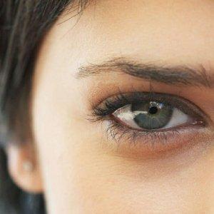 Почему под глазами синие круги у взрослого и у ребенка. Как убрать синие круги под глазами. Средства от синих кругов под глазами