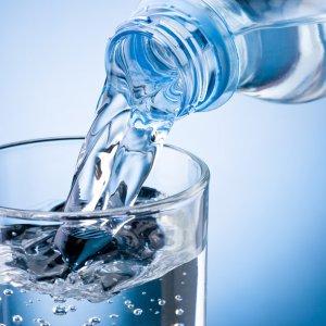 Сколько нужно пить воды в день, когда и как правильно это делать